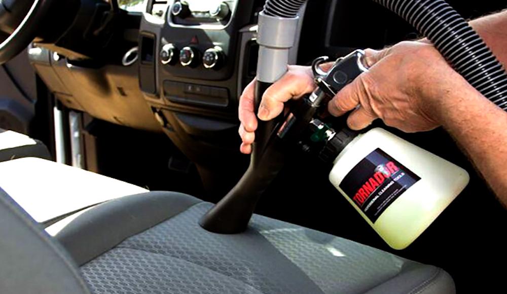 Fußboden Im Auto Reinigen ~ Autoteppich reinigen & shampoonieren fußmatten reinigung tipps